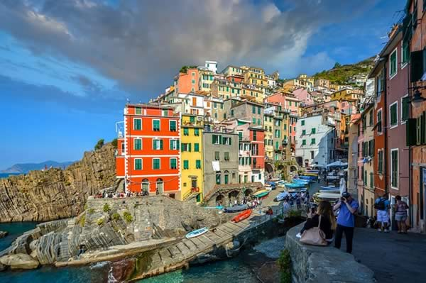 Interesting places in Italy, Cinque Terre coastal view
